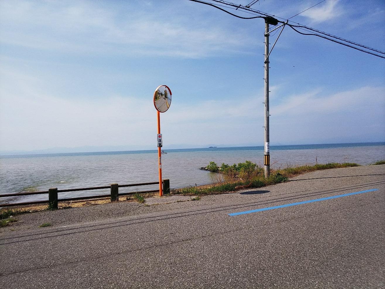 田んぼと琵琶湖